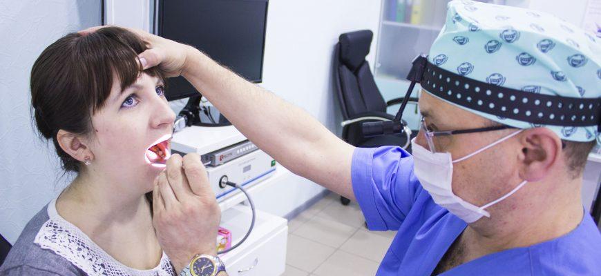 Змазування лікарськими засобами ротоглотки