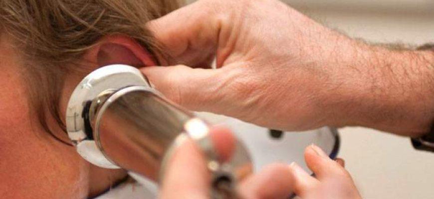 Вимивання сірчаних пробок зі слухового проходу